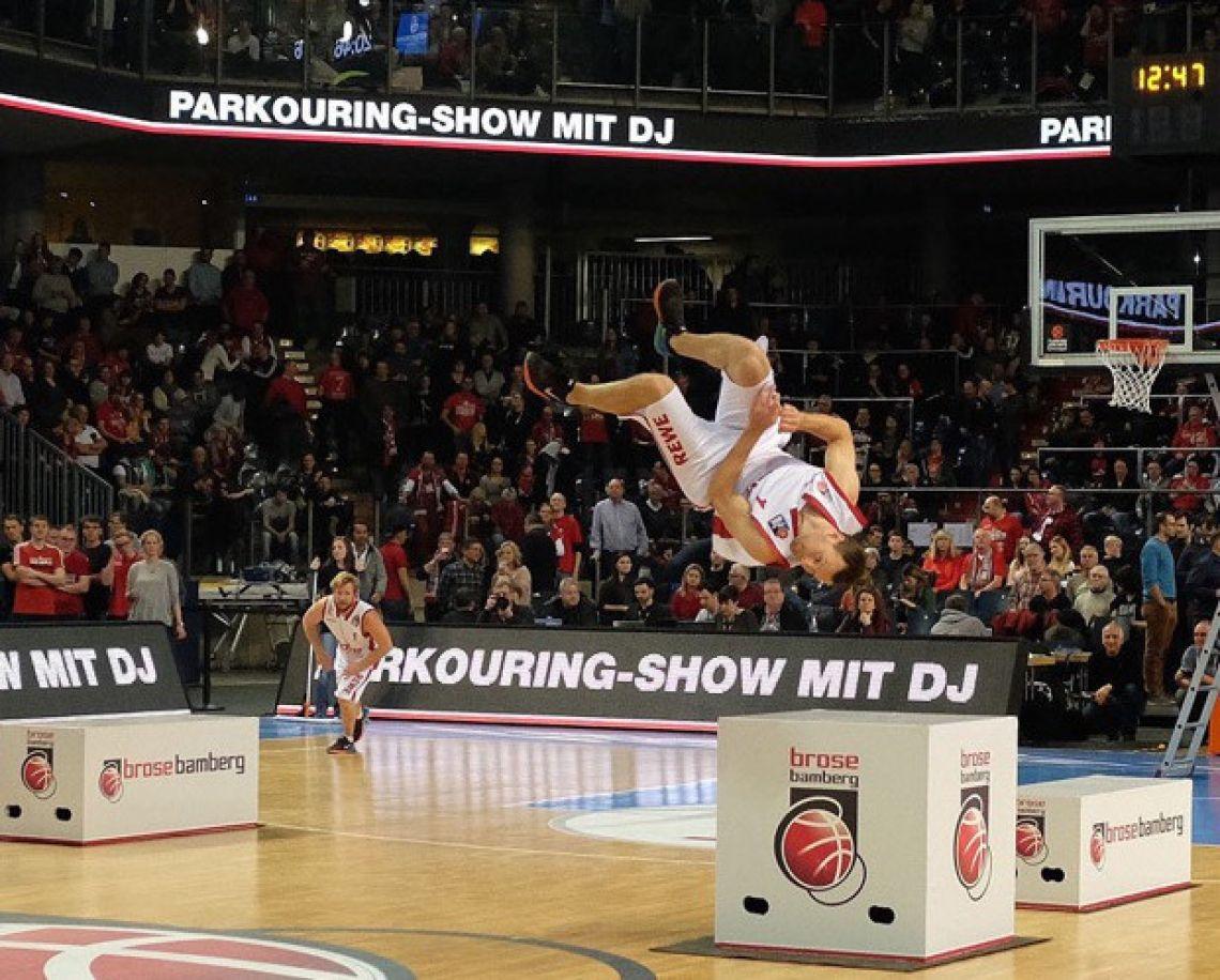 Team Supreme's Parkour meets Basketball Show  feat. Deutschlands Parkour-Star 'Amadei Weiland'