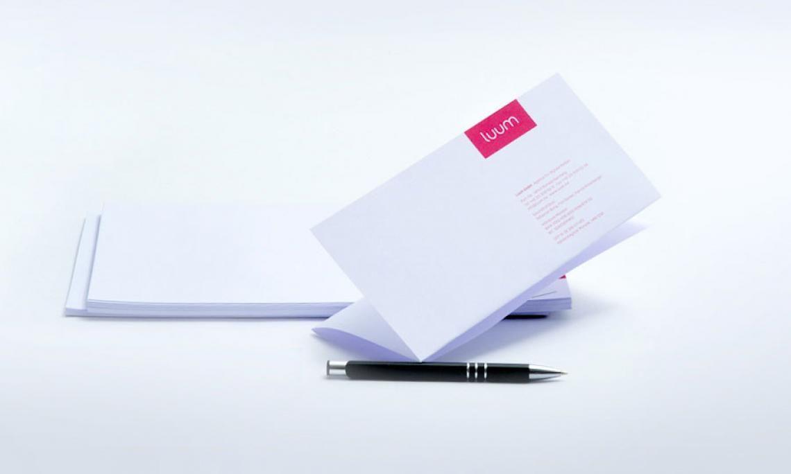viaprinto Briefpapier Korrespondenz, die Eindruck macht.  Und einfach überzeugend: Unsere Briefpapiersorten bestechen durch      einen hohen Weißgrad     angenehme Haptik     hervorragende Lichtundurchlässigkeit  Garantiert: Selbstverständlich ist viaprinto Briefpapier für Laser- und Injektdrucker geeignet.