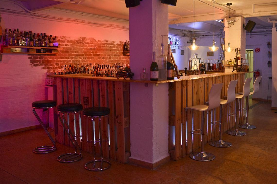Eventlocation und Cocktailschule Frankfurts Barschule kann auch als Location für Events und Parties für bis zu 100 Personen genutzt werden!