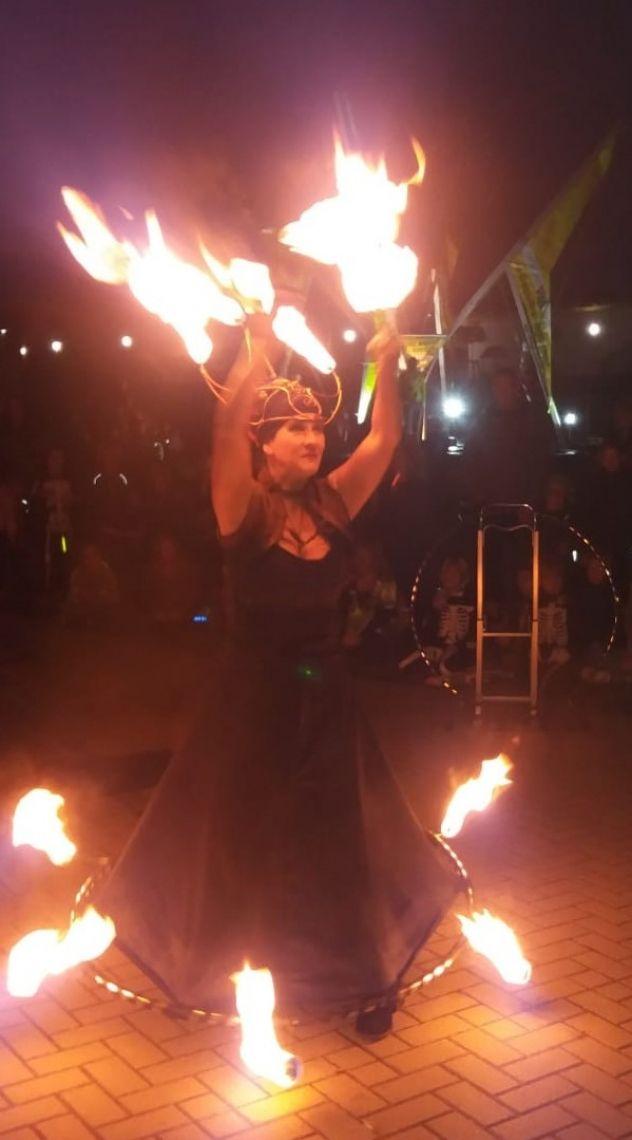 Feuershow Ambrosia van Serpens Feuershows, Schwarzlichtshows, Led Shows