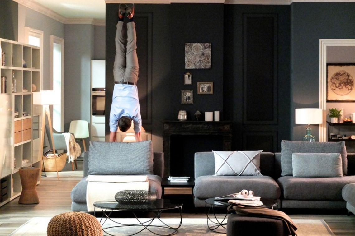 Foto: Joachim Schellenberger und Niko Fay Andalousi Elakel ist in der Fernseh Werbung, TV Werbung von der Einrichtungskette XXXLutz zu sehen.