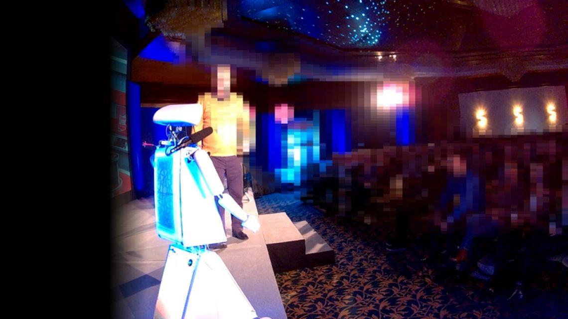 Robopolitan der Messe-Moderator Robopolitan moderiert Messe-Shows oder andere Veranstaltungen,  auch hier ist stufenlos einstellbar, wie frech er sein soll.