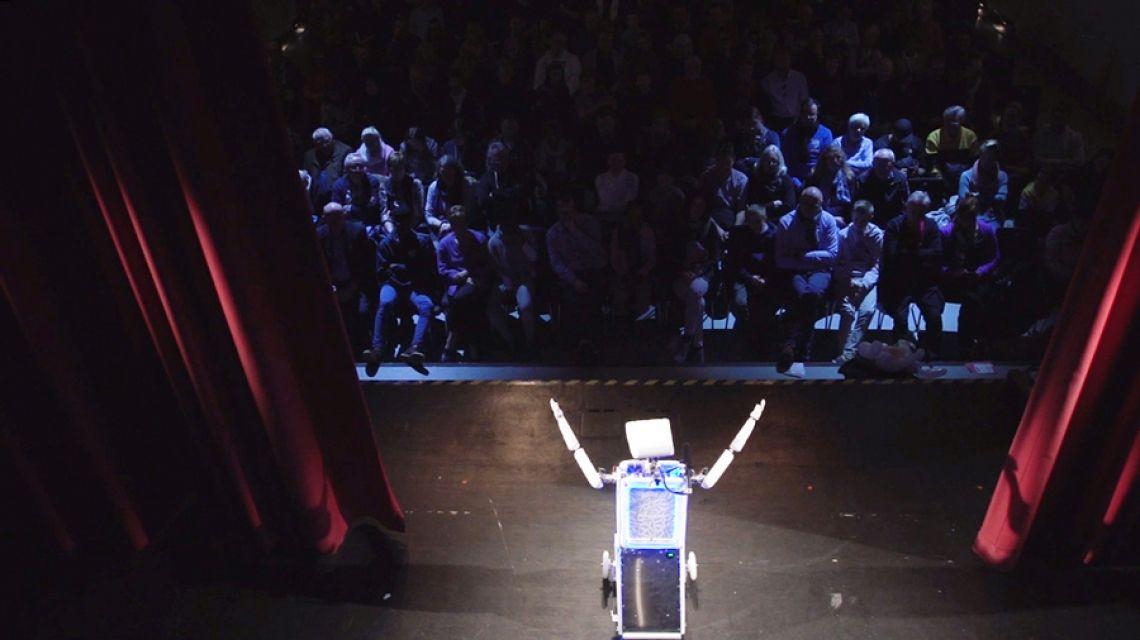 Robopolitan der Event-Moderator Robopolitan steht auch gerne auf der Bühne und moderiert, auch hier ist stufenlos einstellbar, wie frech er sein soll.