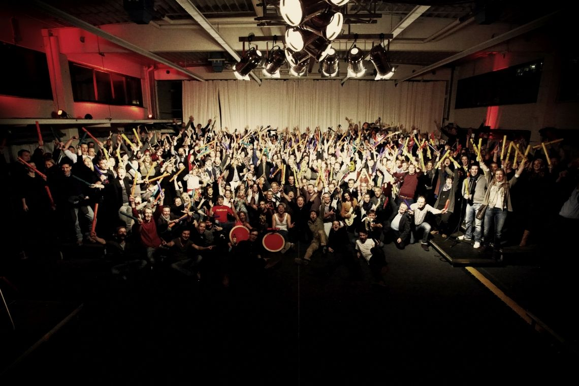 Keine Gruppe ist zu groß! Egal ob 5 oder 1000 Teilnehmer, kleines Führungskräfteteam oder die gesamte Belegschaft: Wir rocken jedes Team!