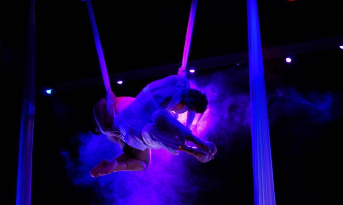 Duo E-Motion Akrobatik an der Wolkenschaukel