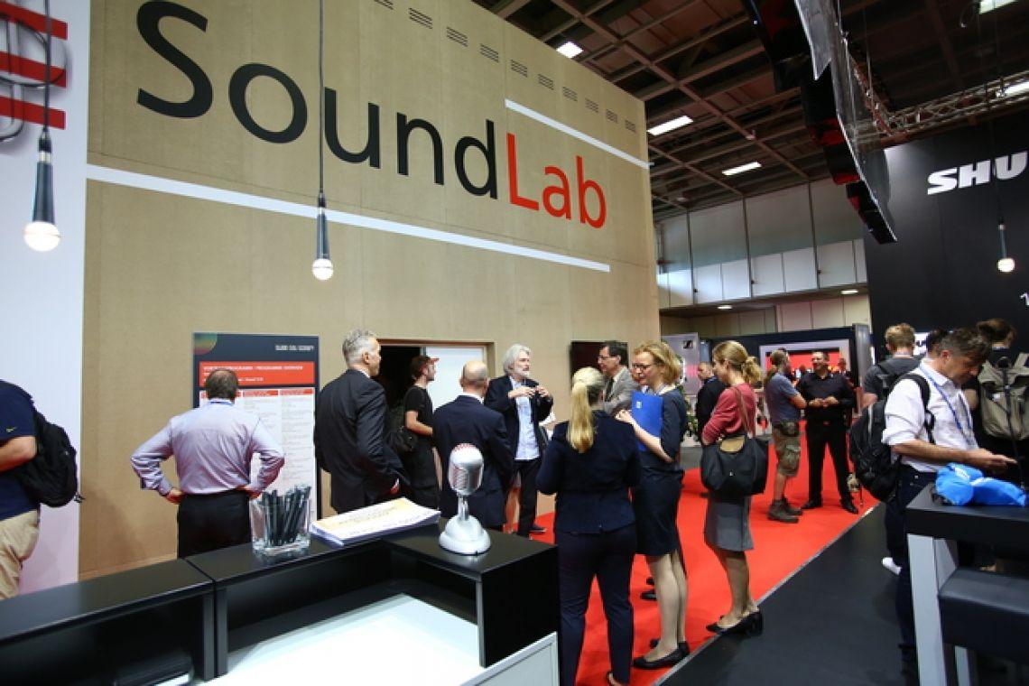 SoundLab Im SoundLab stellen namhafte Hersteller aus dem Audiobereich ihre Produkte unter Livebedingungen vor. Das SoundLab wurde konzpiert mit Hilfe der Firmen Sennheiser, SALZBRENNER media, , MüllerBBM, KS Beschallungstechnik und der DTHG.