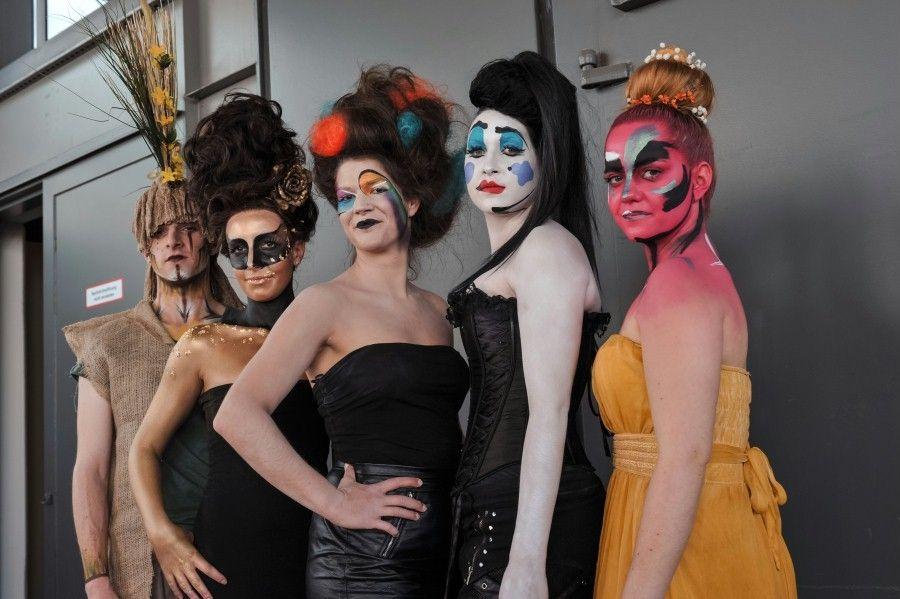 Masken- und Kostümbildner auf der Stage Set Scenery Auf der Stage Set Scenery präsentieren Masken- und Kostümbildner Ihr Können. Im Kongressprogramm findet eine 3-tägige Kostümschaffendentagung der GTKos statt.