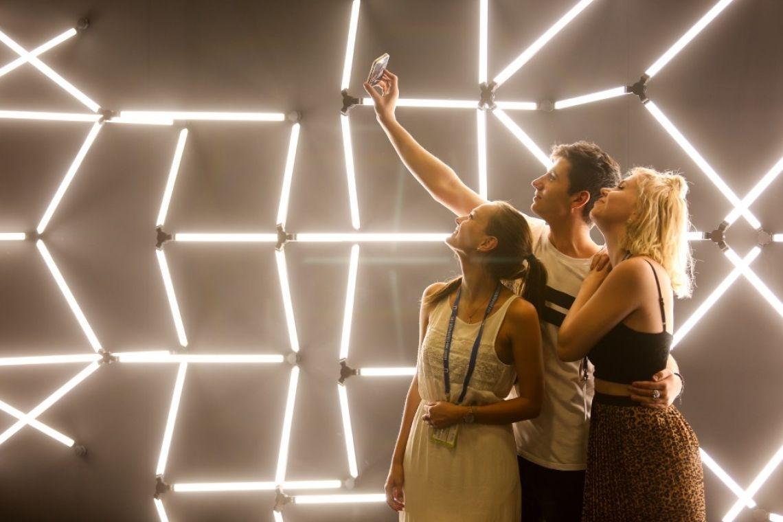 Lichttechnik und Lichtdesign In Halle 20 präsentieren sich Lichthersteller aus aller Welt. Herzstück der Halle ist das von Ollie Olma kuratierte LightLab in dem aktuelle Fragestellungen praxisnah behandelt werden.