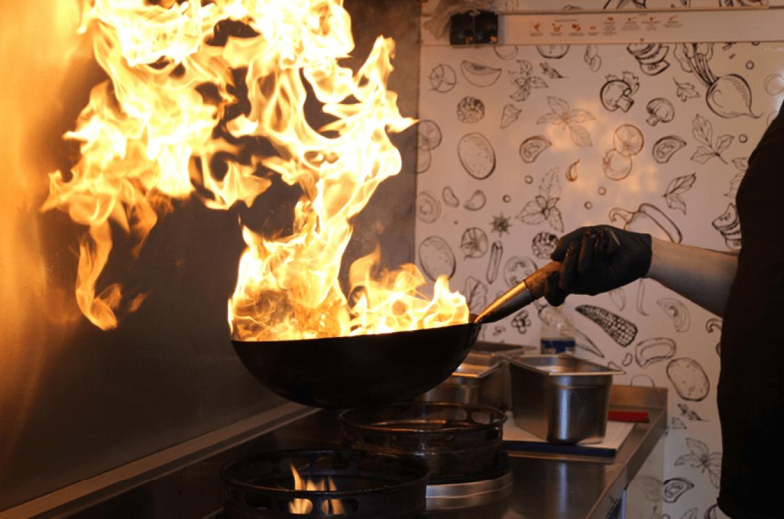 Woking Lou Nicht nur der Geruch und der Geschmack der Speisen ist unschlagbar - die Zubereitung ist ebenfalls ein echter Hingucker!