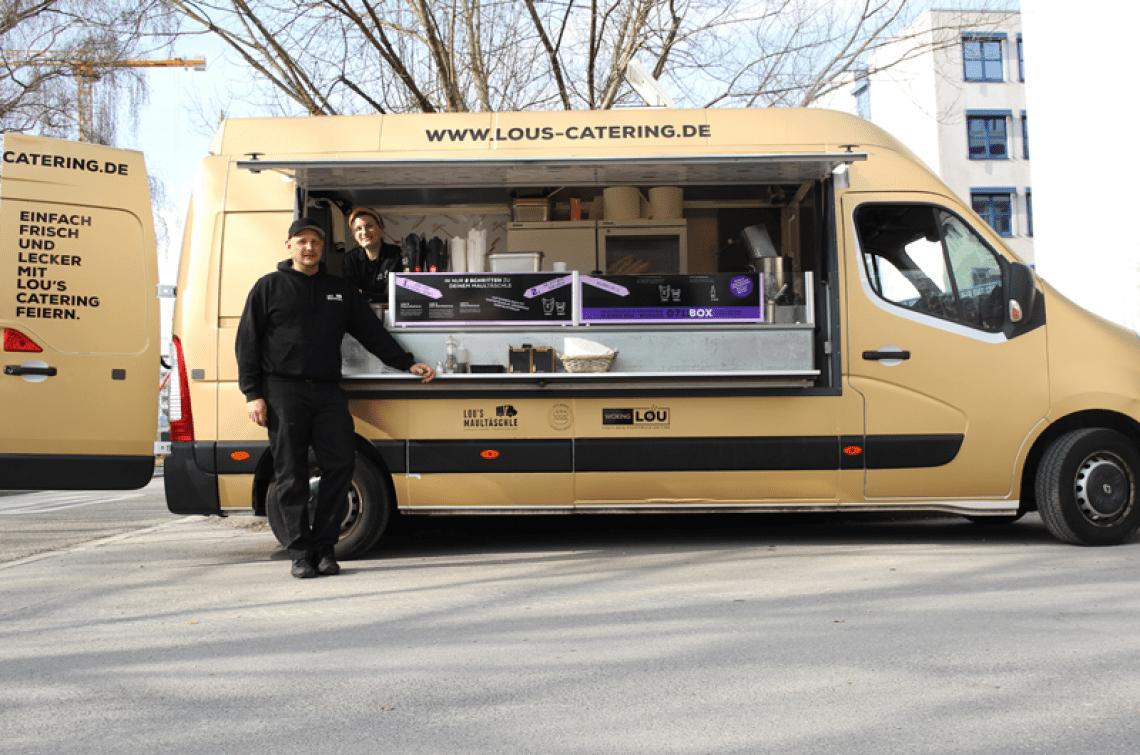 """Mittagsstandorte in und um Stuttgart Jonas und Charly sind hier mit unserem Truck """"Louie"""" am Mittagsstandort in Stuttgart unterwegs"""