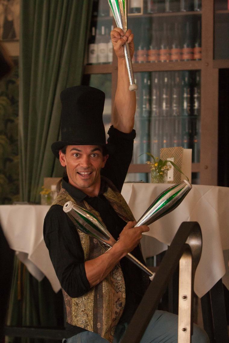 juggling walking act zu Ihrem Thema!