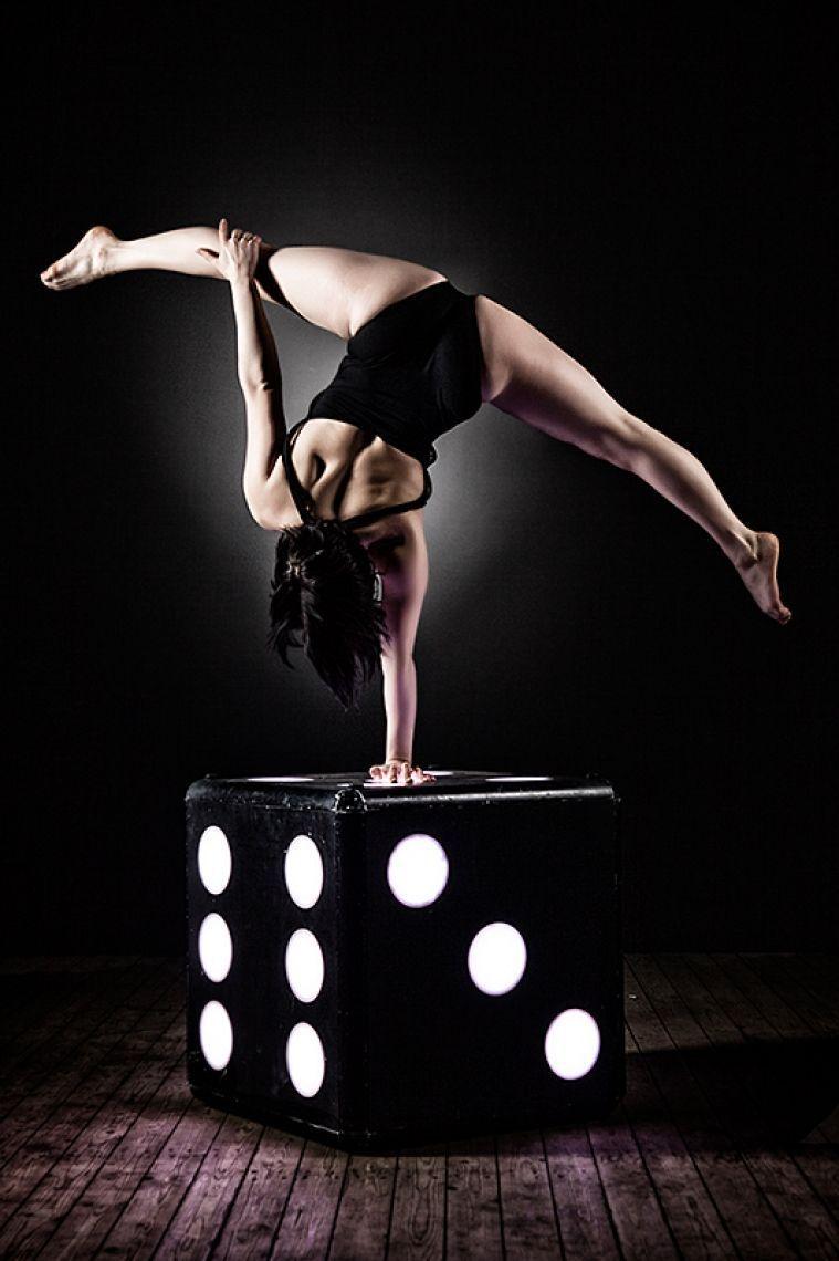 Handstandakrobatin Anissa Laghmich Elakel