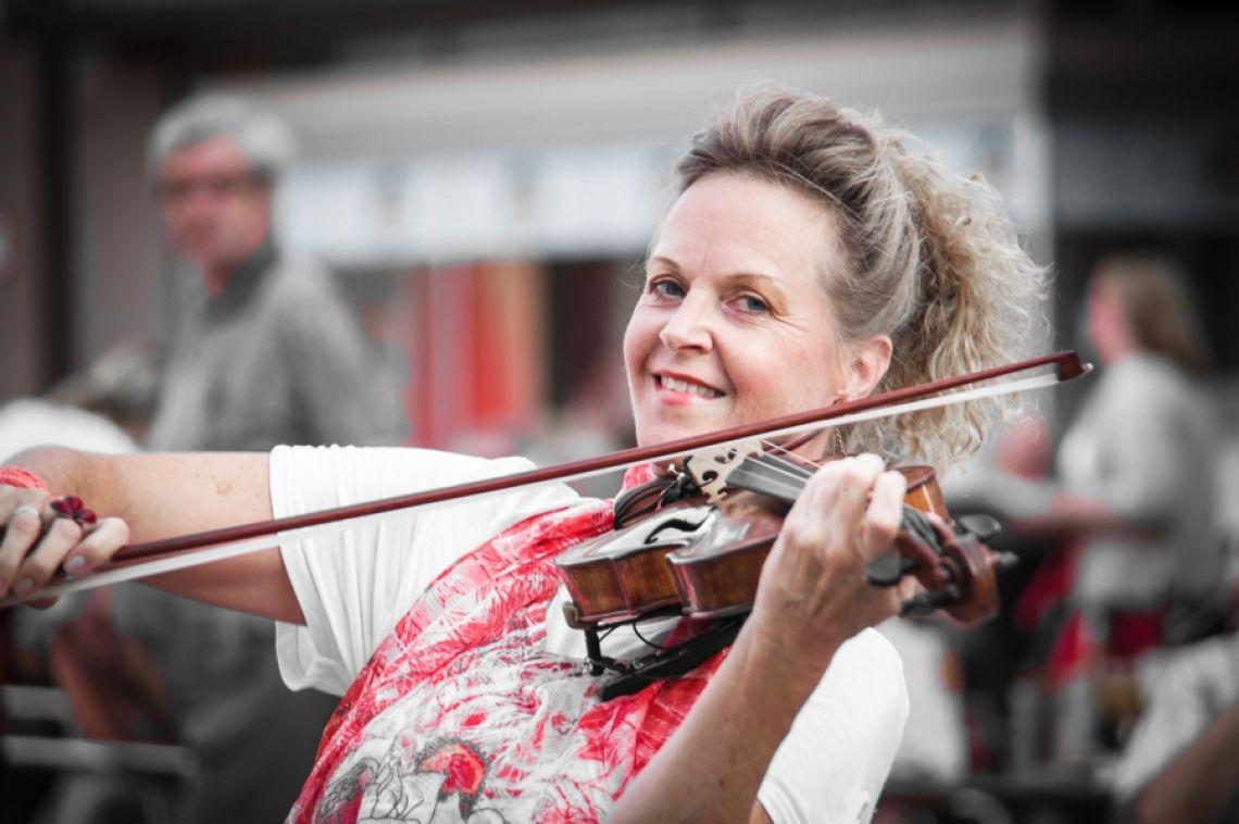 Petra Manon Hirzel Die virtuose und vielseitige Geigerin bei keys & strings