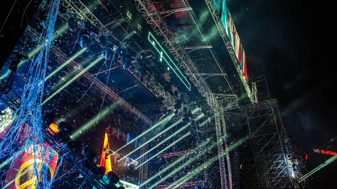 Milos´ größtes Bühnendach Das TIMESHIFT-Festival in Bukarest, Rumänien war das Debüt für das größte jemals von MILOS entworfene Bühnendach! Das imposante MR5- Dach überdachte mit 31 x 18 m die Hauptbühne der ersten Auflage des TIMESHIFT Bucharest Music Festivals – einer Veranstaltung, bei der Technik und Musik zusammenfinden, um etwas Bahnbrechendes zu produzieren!