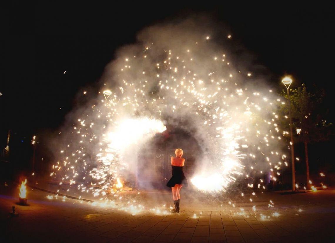 """Feuer und Pyrotechnik Unsere wohl spektakulärste Show ist die Feuer-Pyro-Show """"Furious SPARKLING Flames"""""""