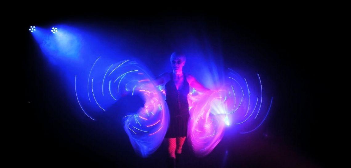 LED Lichtshow DELiGHTFUL Unsere LED Lichtshow punktet mit professioneller Tanzperformance und perfekt dazu gesteuerten Lichtprogrammings