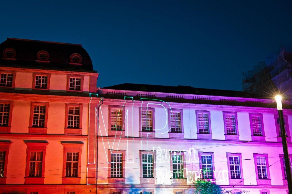 Architekturbeleuchtung mit Lasermapping Projektion