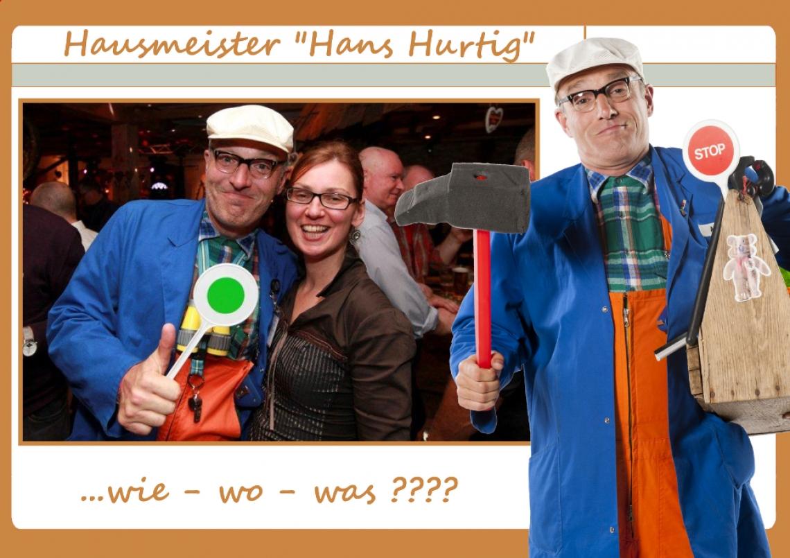 """Comedy-Hausmeister Hans Hausmeister """"HANS HURTIG"""": Willy Wichtig ist Hausmeister. Das sagt schon alles. Standesgemäß gekleidet, """"bewaffnet"""" mit diversen Utensilien ist Ordnung seine Berufsphilosophie. Penibel genau regiert er über das Arrangement der Tische und Stühle. Sauberkeit des Schuhwerks der Gäste ist oberstes Gebot. Da gilt es anfangs hart zugreifen, doch schließlich kommt sein gutes Herz durch und er entlässt seine """"Opfer"""" mit lebensklugen Tipps und einem freundschaftlichen Schulterklopfen. ;-)"""