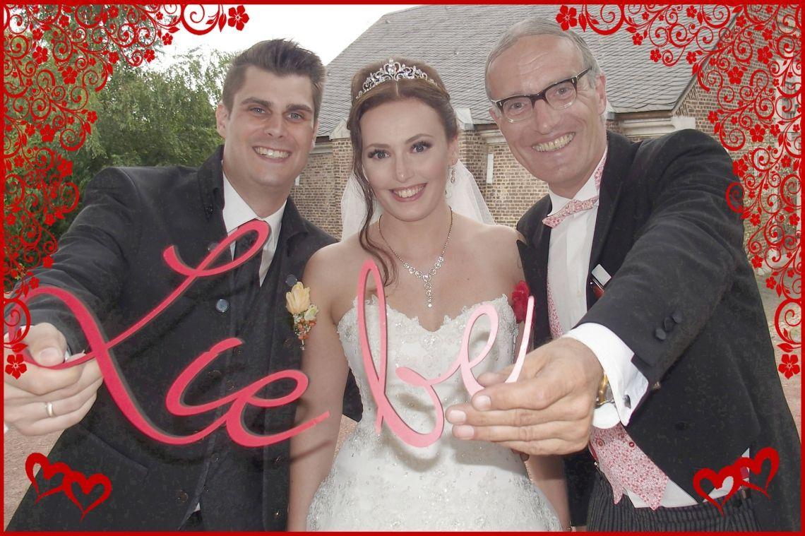 Comedy-Butler  Bernhardt Ihrem schööönsten Hochzeits-Lächeln auf der Spur! ;-)
