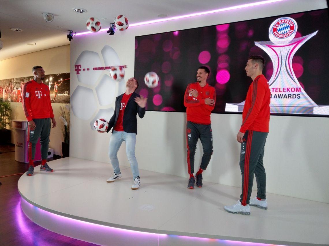 Jérôme Boateng, Niklas Süle und Sandro Wagner vom FC Bayern München in der Allianz Arena Werbe-Dreh der Deutschen Telekom in der Allianz Arena München mit den Spielern des FC Bayern München