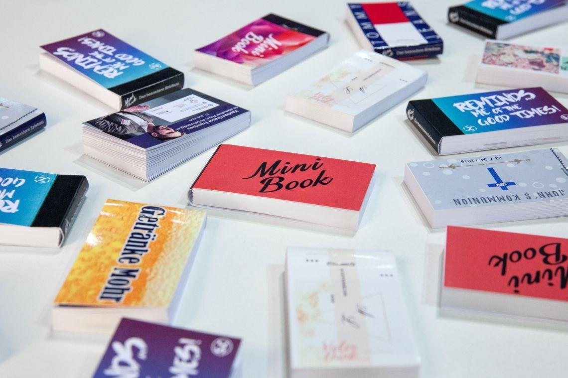 MiniBook - das Daumenkino aus der Fotobox Nutzen Sie MiniBook auch ohne Event, z. B. als Werbegeschenk, Produkt- oder Team-Vorstellung, Firmenvisitenkarte, Geburtstagsgrüße, Ostergrüße, Weihnachts- oder Neujahrsgrüße. Ihren Ideen sind keine Grenzen gesetzt – sprechen Sie uns einfach an!
