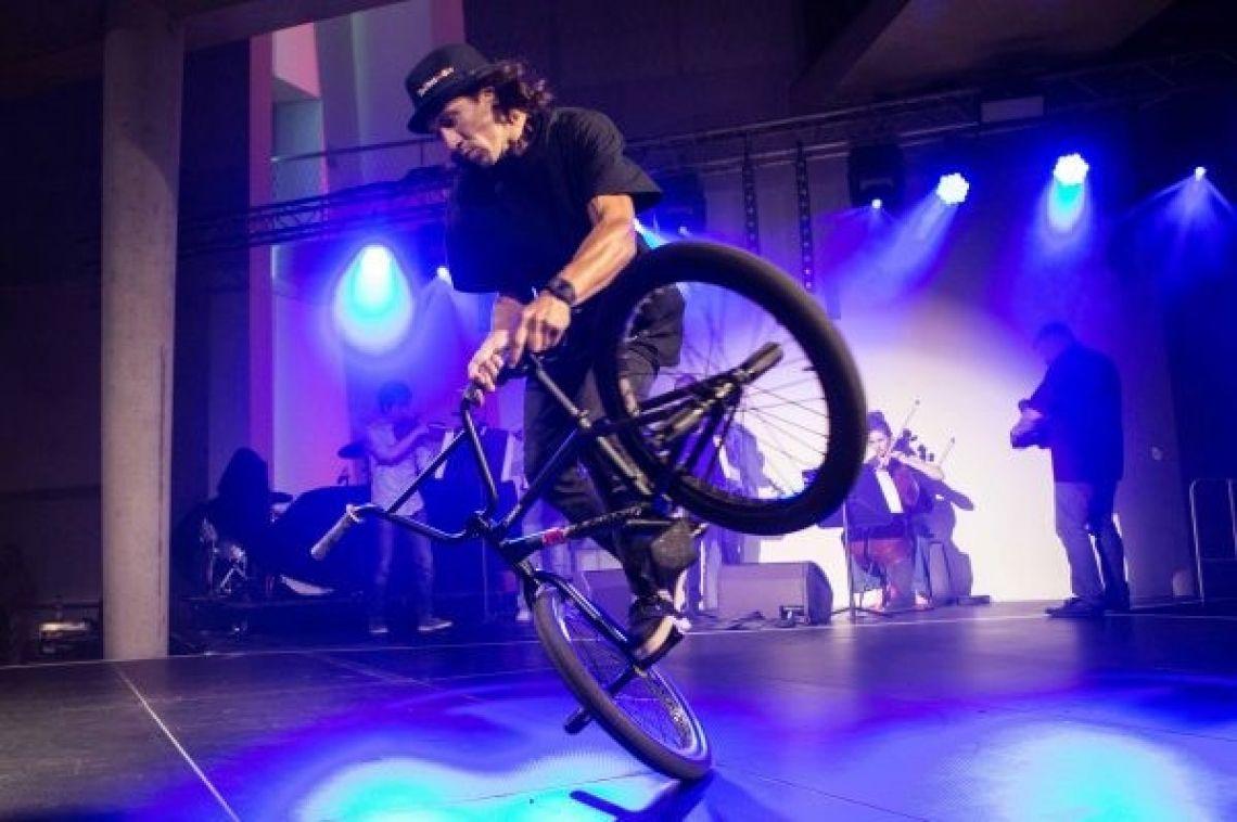 BMX-Artist Viki Goméz Der führende Weltmeister in der Disziplin Flatland bereichert Ihr Event mit seinen atemberaubenden Gala-Shows.