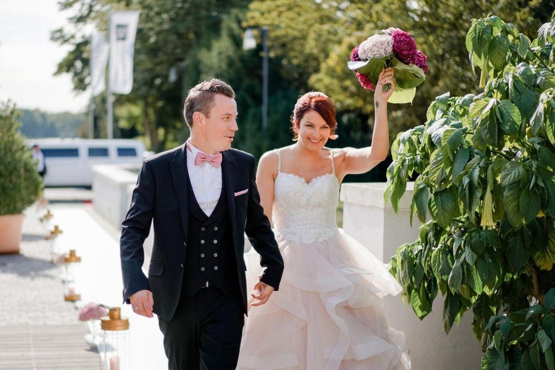 Wegführung an der Location Hochzeit  Eleganter Fine-Art-Style, Blush-Berry-Gold-Glas (Foto Jörg Brücker Gelsenkirchen)