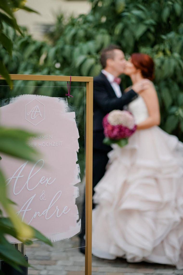 Willkommenschild Acrylglas Hochzeit  Eleganter Fine-Art-Style, Blush-Berry-Gold-Glas (Foto Jörg Brücker Gelsenkirchen)