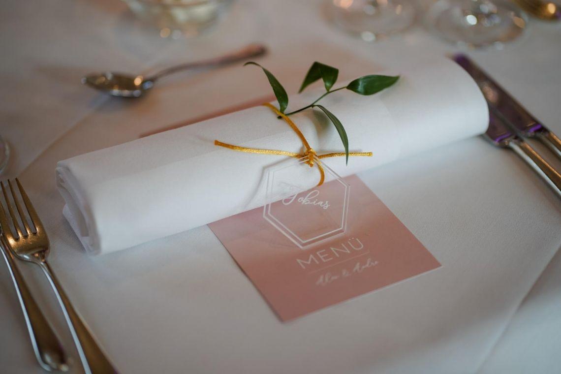 Menükarte und Platzkarte Hochzeit  Eleganter Fine-Art-Style, Blush-Berry-Gold-Glas (Foto Jörg Brücker Gelsenkirchen)