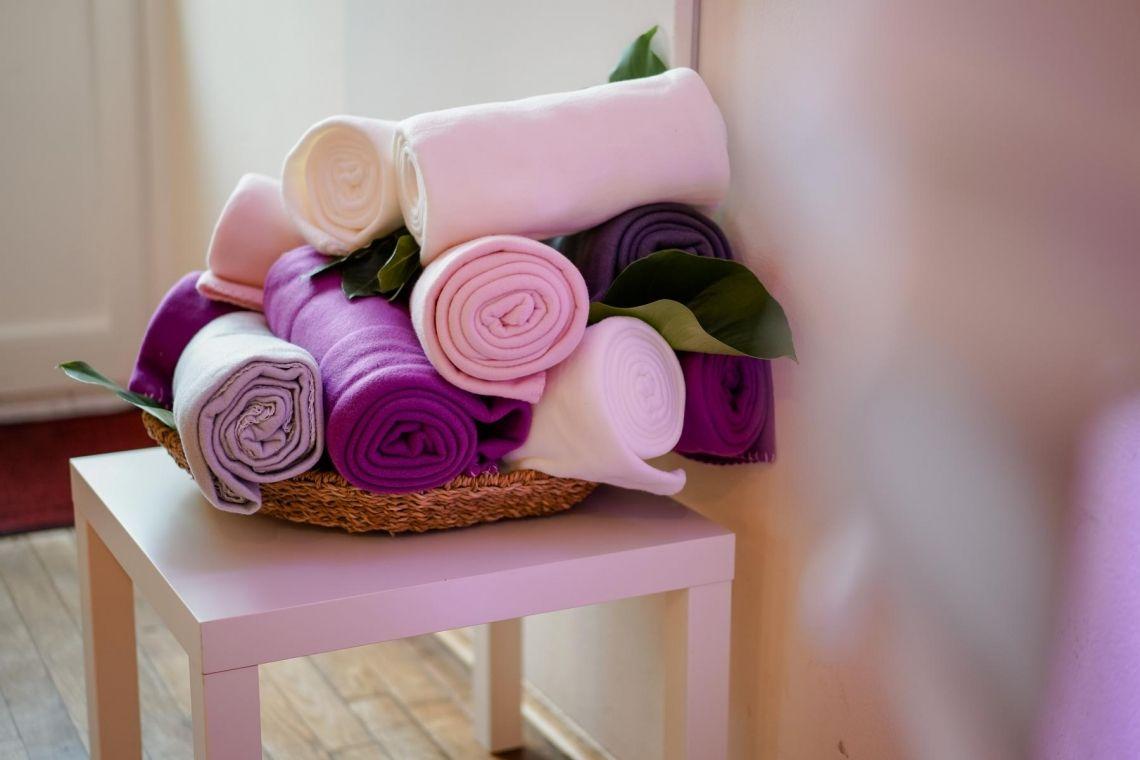 Wärmende Decken für die Terrasse Hochzeit  Eleganter Fine-Art-Style, Blush-Berry-Gold-Glas (Foto Jörg Brücker Gelsenkirchen)