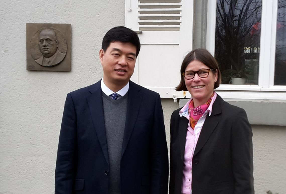 Komm als Gast, geh als Freund. Darum mühen wir uns täglich ganz persönlich. Zhang Li, Director DLG Beijing AgroTechService, China: A wonderful hidden location in the middle of one of Germany`s most motivated metropolitan areas! Here you will find: multinational understanding, more than 100 years experience in economical thinking, one of the finest agricultural think tanks in Europe, nice&positive thinking people, the private atmosphere you`re longing for, inspiration and the truth you need for your business.