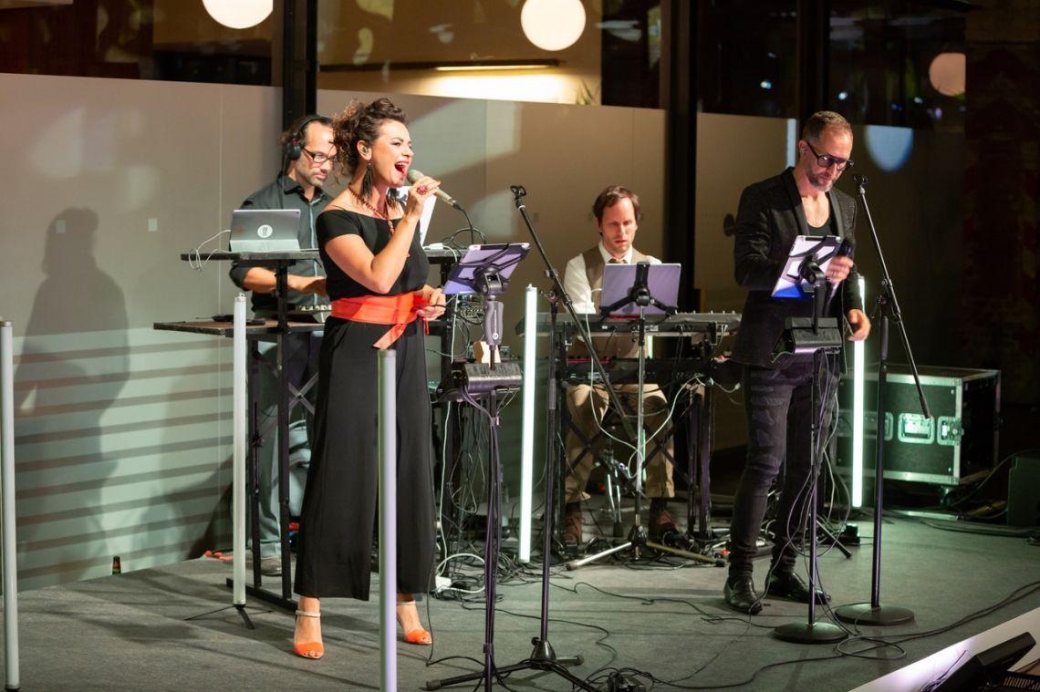 RenaisLounge feat. Tobias Philippen & Giacomo di Benedetto Genius Award Berlin 2018 - Wir haben mit re:loom und freier Improvisation mit Keywords der Award-Katergrien begonnen und den Abend mit Live-Remixes bekannter Poptitel abgeschlossen.