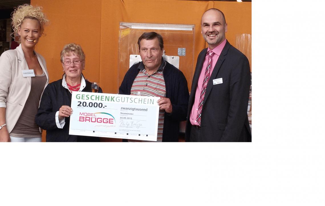 Glückliche Gewinnerin von 20.000 EUR Beim Kunden Brügge in Neumünster wurden 20.000 EUR gewonnen