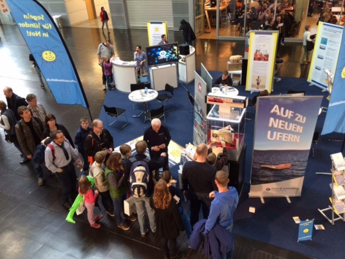 Gewinnspiel auf der Messe Boot Tresorgewinnspiel mit großem  Besucherandrang auf der Messe Boot in Düsseldorf. Hauptgewinn war ein Boot im Wert von 150.000 EUR.