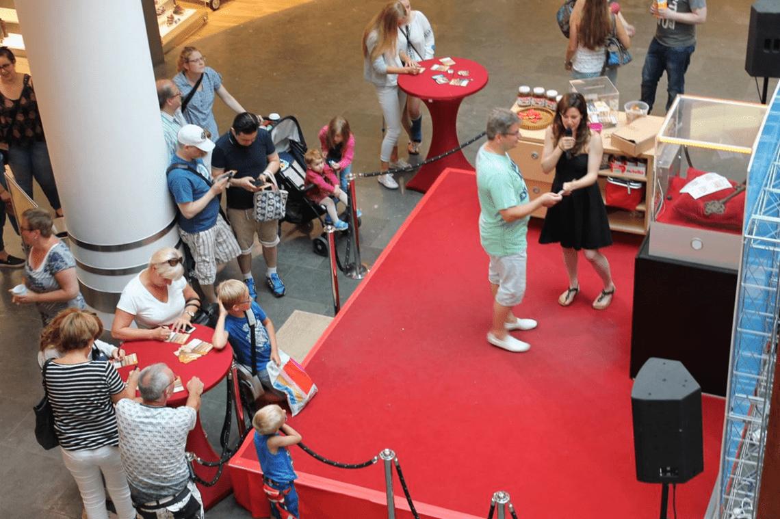Tresorspiel von oben aufgenommen Übersicht des ECE Gewinnspiels über 250.000 EUR von der Galerie