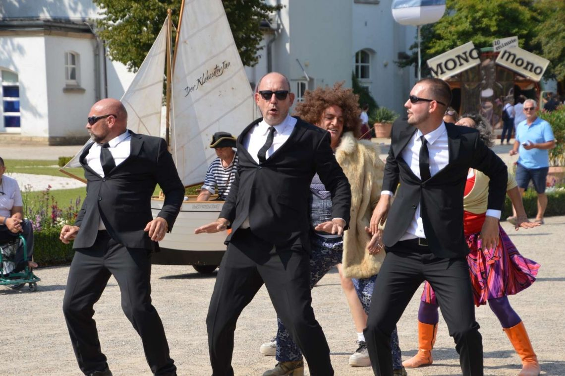 Dance Parader