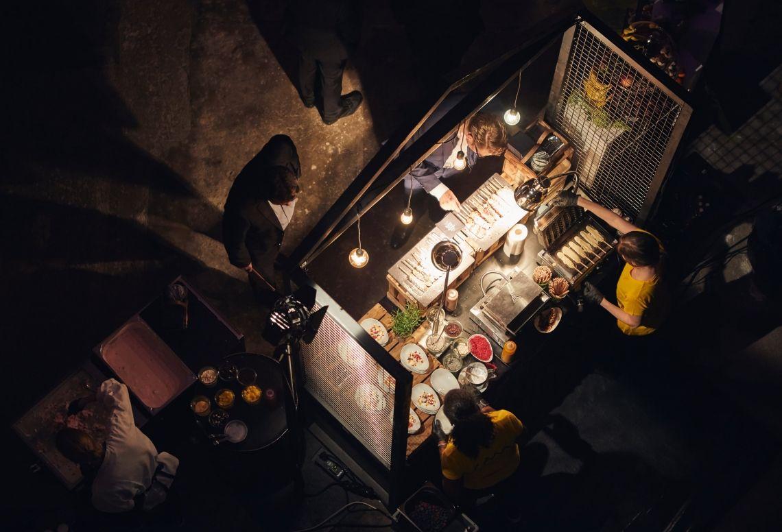Food Station. Dark. - by Berlin Cuisine