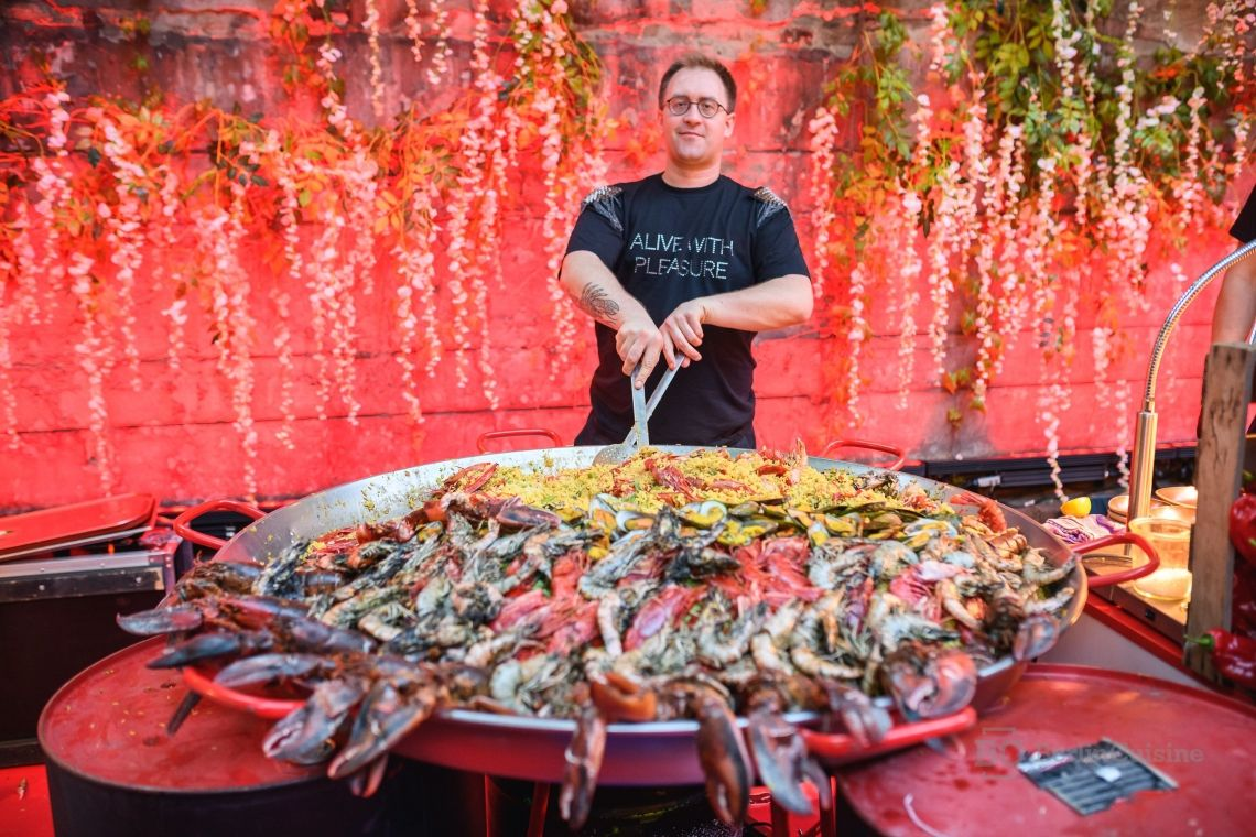 Giant Paella. - by Berlin Cuisine