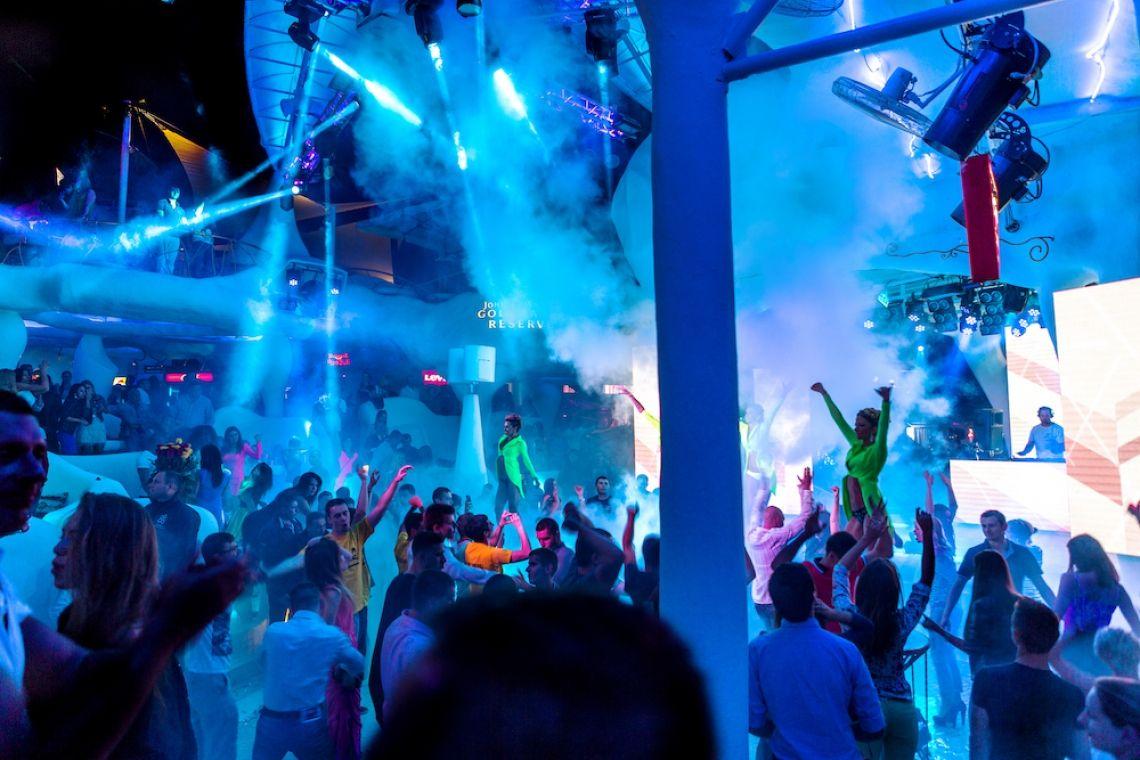 PLEJ - DJ & Live Vocals  DJ mit Sängerin und Sänger als Live-Act für Firmenfeiern.