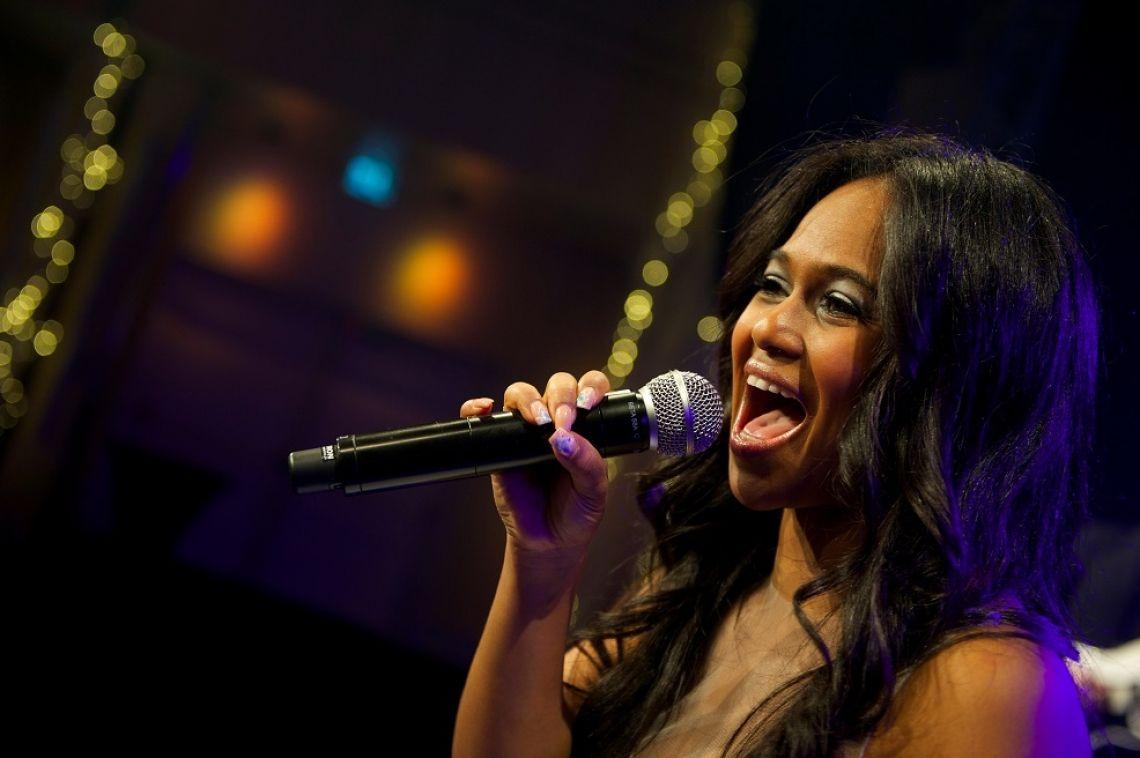 PLEJ - Sängerin mit Liveband Sängerin mit Entertainment / Liveband und Eventband