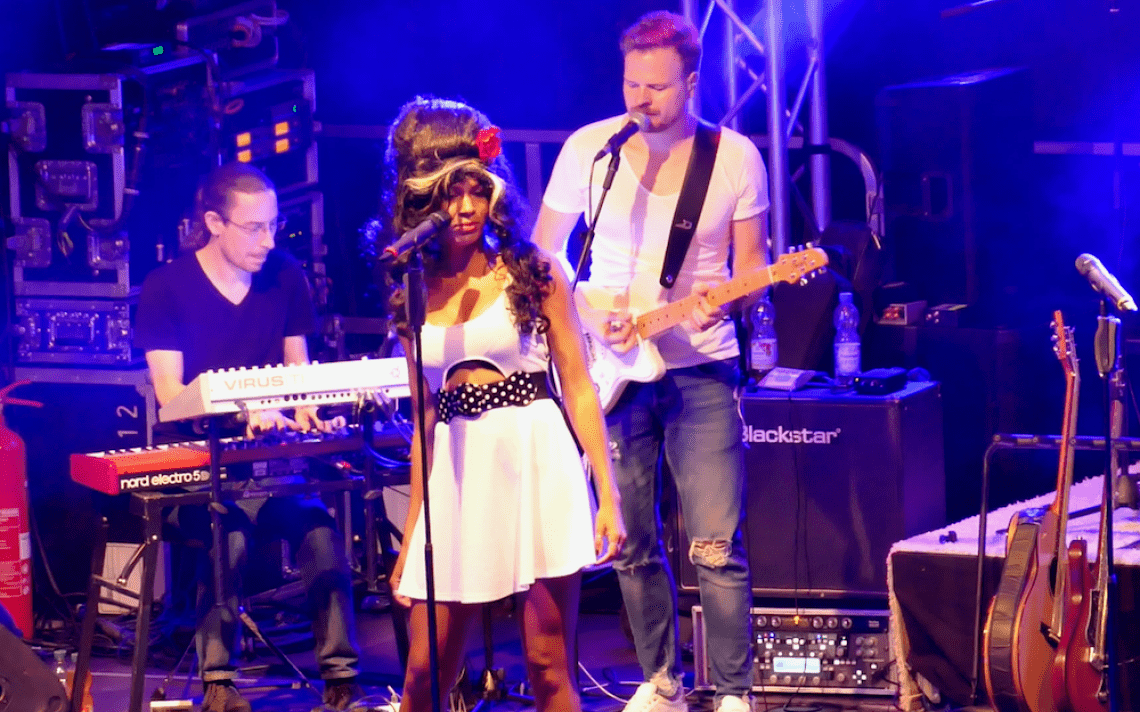 PLEJ - Tribute Allstars DIE SHOW Liveband mit Tribute Show / Tribute Band mit Amy Winehouse, Robbie Williams, Rihanna, Shakira, Whitney Houston u.v.m.