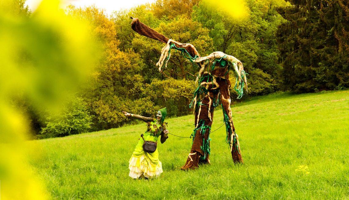 Stelzentheater - Baum und Elfe