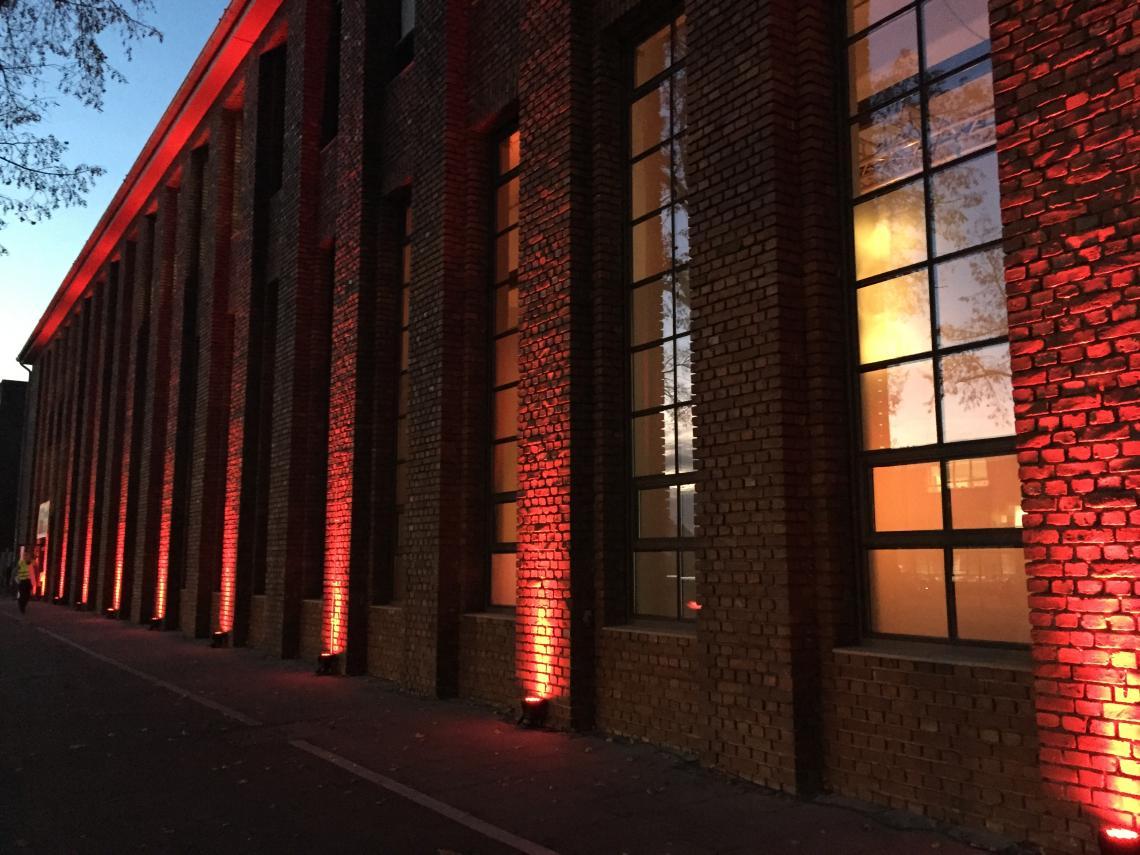 Illuminierte Außenfassade