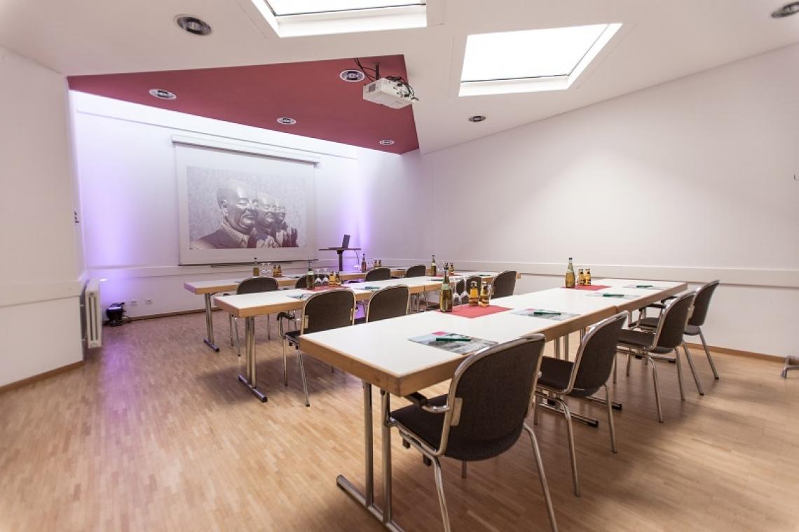 Studio III Das Studio III hat eine Gesamtgröße von rund 40m² und eignet sich optimal als kleiner Besprechungs- oder Büroraum.