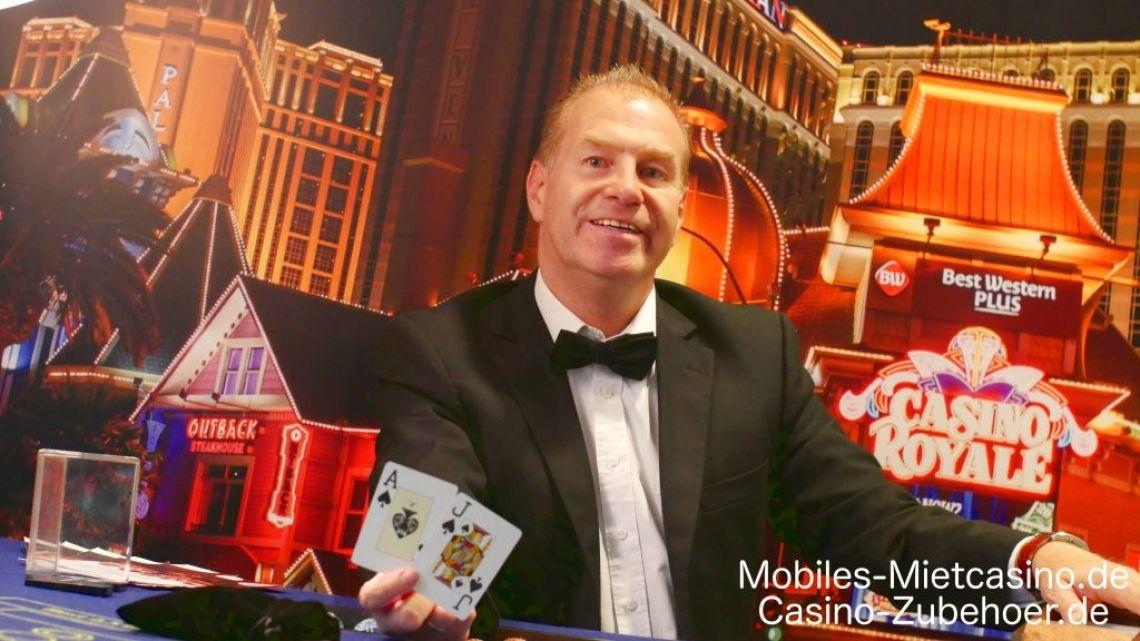 Casino Royale Event  Deko in Duisburg  Casino Royale Event mit Black Jack Tisch & Super Chance. Im Hintergrund das Casino Royale Roll up in 200 cm x 200 cm Größe als Deko.
