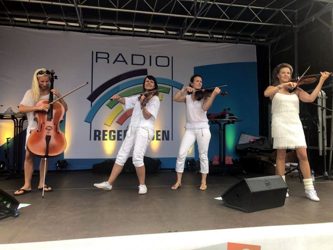 Damenband Manon & Co als Musiker in Mannheim Eventband Manon & Co live open Air mit Radio Regenbogen