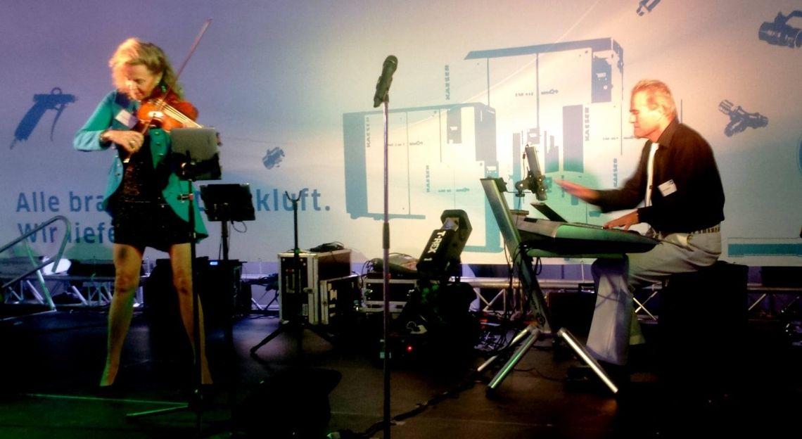 Duo Manon & Armin Geige und Klavier Duo Manon & Armin: geeignet als Dinnermusik oder konzertante Titel zwischen Reden – am liebsten mit vorhandenem Flügel. Jazzbad Stuttgart