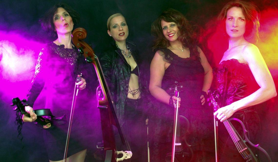 Manon & Co Show mit Electric Violins Classic-Pop mit modernen Instrumenten benötigt eine entsprechende Lightshow.  Gerne können Sie diese Show als Highlight zum normalen Programm der Live band aus Stuttgart dazu buchen.