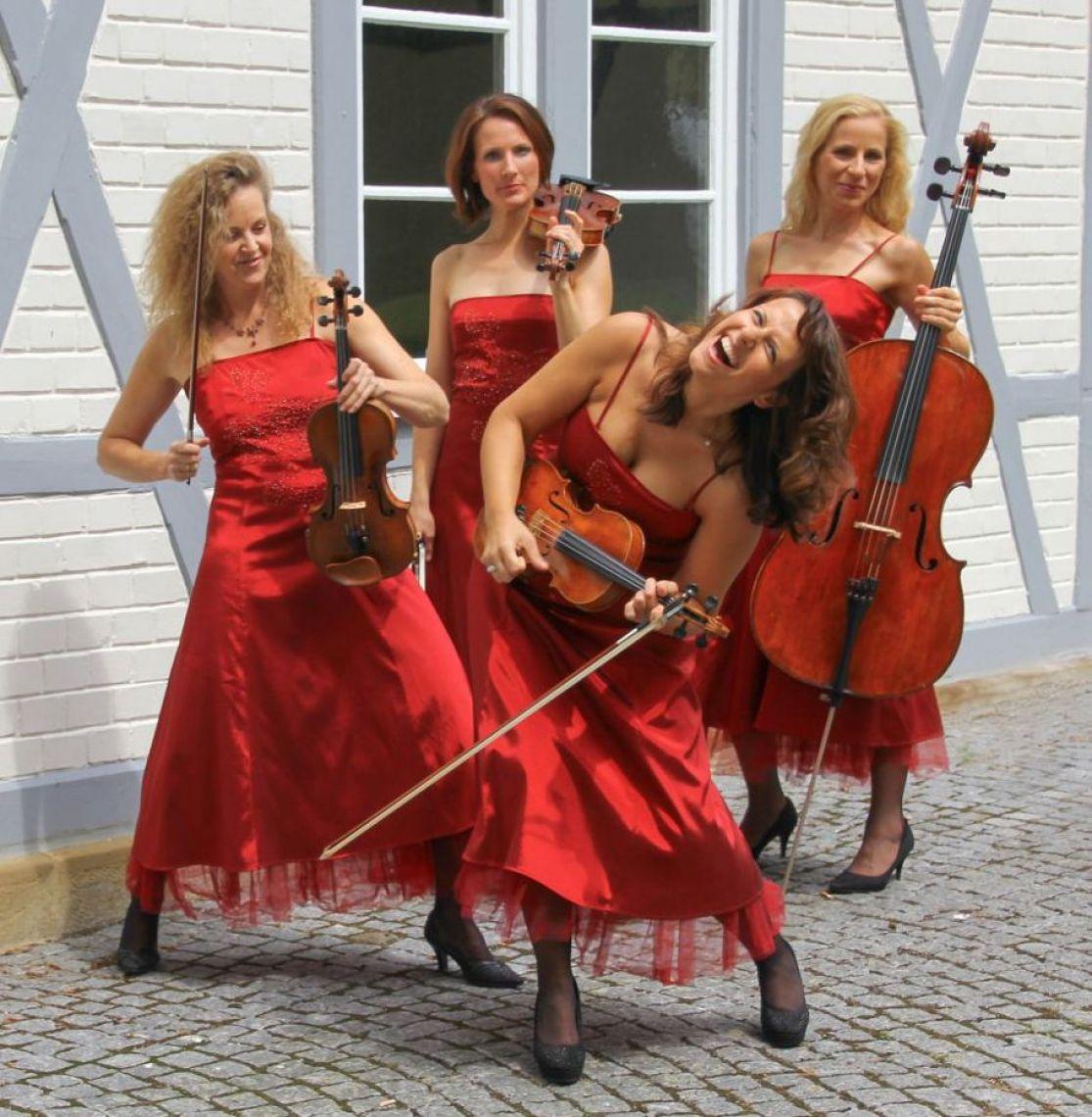 Jazzband Manon & Co als Walkact Hier können Sie Stuttgarter Musiker buchen! Die Frauenband bietet musikalisches Entertainement deluxe