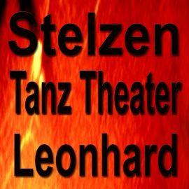 Stelzen Tanz Theater - Leonhard Performance - zu Pferde und auf Stelzen